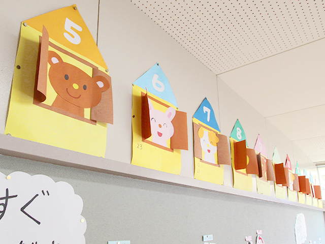 河輪幼稚園幼稚園 壁に園児の作品