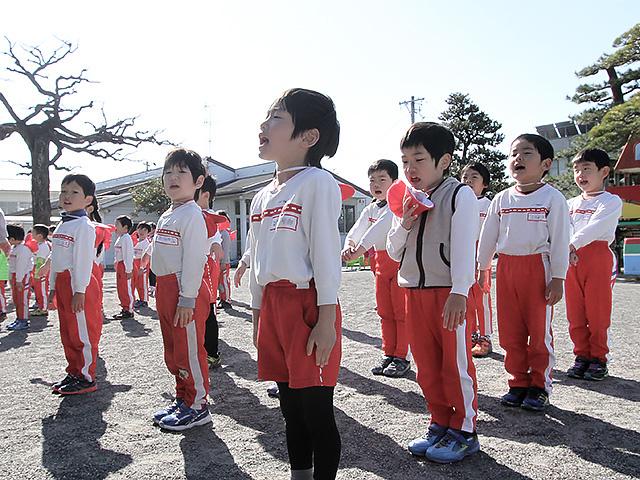 河輪幼稚園の教育方針 人の話がよく聞け、あいさつのできる子に。
