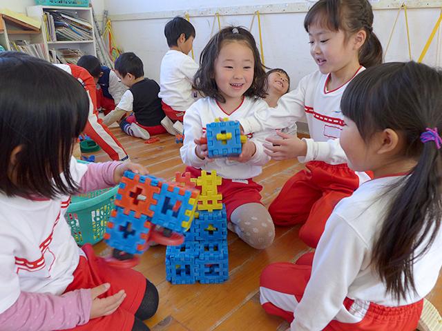 河輪幼稚園の学年別目標 年少 友だちをつくり、伸び伸びと楽しく遊べる子に。