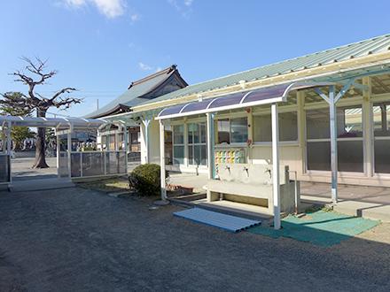河輪幼稚園の園舎・中庭